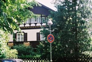 TRE  HUS  I  BERLIN